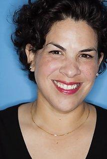 Headshot Carmen Paleaz